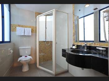Oxford Hotel Singapore - Standard Room, 1 Double Bed, No Windows Regular Plan