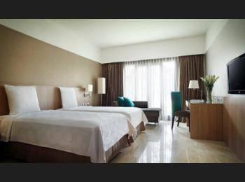Novotel Surabaya Hotel & Suites Surabaya - Kamar Superior, pemandangan kolam renang Regular Plan
