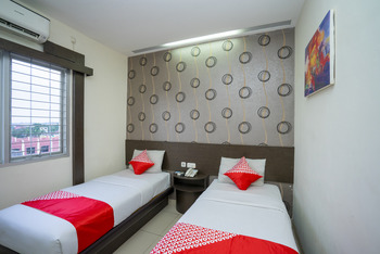 Capital O 1083 Hotel Grand Kartika Samarinda - Standard Twin Room Regular Plan