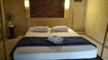 Lotus ll Guesthouse Magelang - Budget Double Room Breakfast FC Min. Stay