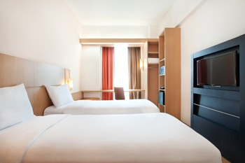 Ibis Bandung Trans Studio Bandung - Standard Twin With Breakfast Regular Plan