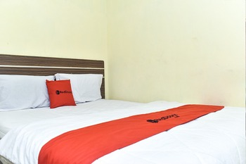RedDoorz Syariah near Pantai Losari 3 Makassar - RedDoorz Room with Breakfast Last Minute