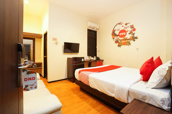 OYO 275 Hotel Kita Surabaya - suite Double Room Regular Plan