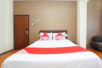 OYO 275 Hotel Kita Surabaya - Deluxe Double Room Regular Plan