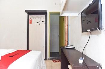 RedDoorz near Universitas Muhammadiyah Makassar Makassar - RedDoorz Twin Room with Breakfast Basic Deal