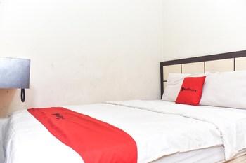 RedDoorz near Universitas Muhammadiyah Makassar Makassar - RedDoorz Deluxe Room Basic Deal