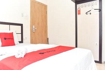RedDoorz near Universitas Muhammadiyah Makassar Makassar - RedDoorz Room with Breakfast Basic Deal