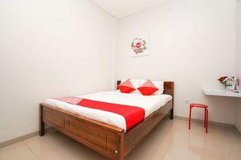 OYO 318 K1 Residence Surabaya - Deluxe Double Room Regular Plan