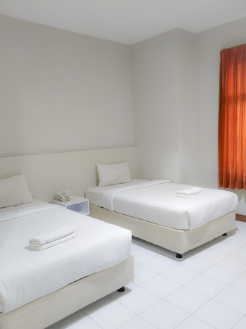 Twin Star Hotel Solo  - Deluxe Twin Room Only PROMO CERIA