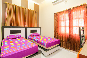 Trans Bandara Residence - Hotel Transit Kualanamu Deli Serdang - Deluxe Twin Room AC - Room Only Special Deal
