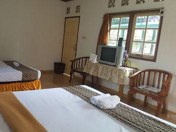 Putri Duyung Guest House Karanganyar - Family Room Regular Plan