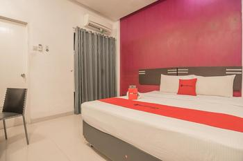 RedDoorz Plus near Politeknik Ilmu Pelayaran Semarang Semarang - RedDoorz Room with Breakfast Regular Plan