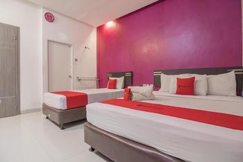 RedDoorz Plus near Undip Pleburan Semarang - RedDoorz Family Room Basic Deal