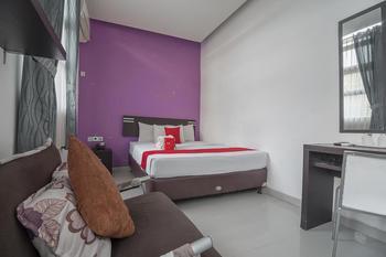 RedDoorz Plus near Undip Pleburan Semarang - RedDoorz Deluxe Room 24 Hours Deal