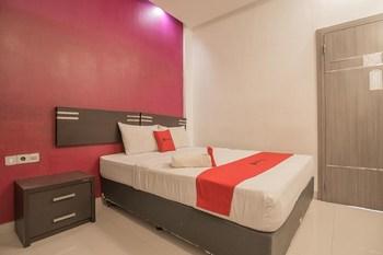 RedDoorz Plus near Undip Pleburan Semarang - RedDoorz Room Basic Deal