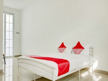 OYO 3512 Golden White House Makassar - Suite Double Promotion