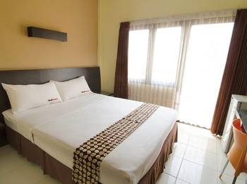 RedDoorz near Gubeng Station Surabaya - RedDoorz SALE 125K Regular Plan