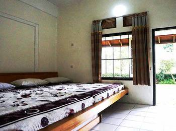 Pondok Buah Sinuan Bandung - Family Terrace Big Bed Size for 5 Persons 22% OFF