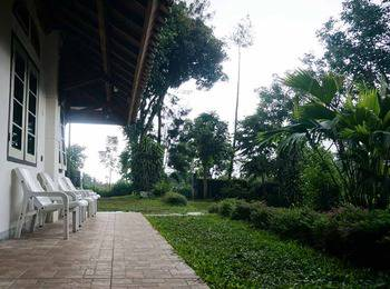 Pondok Buah Sinuan Bandung - Group Terrace For 10 Person Minimum Stay