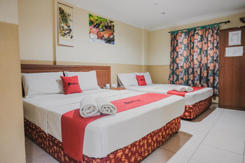 RedDoorz near Nagoya Hill Mall Batam 5 Batam - RedDoorz Family Room Basic Deal