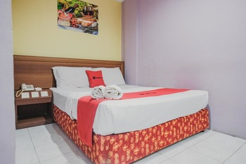 RedDoorz near Nagoya Hill Mall Batam 5 Batam - RedDoorz Room Basic Deal