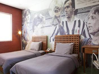 Stevie G Hotel Bandung - Deluxe Room With Breakfast Regular Plan