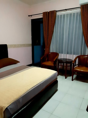 Wisma Pakuan Syariah Hotel Bogor - Deluxe Double Room Only With Balcony Regular Plan