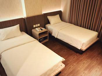 M Premiere Hotel Bandung - Deluxe Twin With Breakfast 3Days Minimal Stay Promo Twin