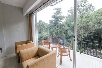 Ubud Hotel & Cottages Malang - DELUXE CLASSIC ROOM ONLY Special Deals
