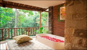 Apple Resort-Retreat-Spa Bali - Suite Room Regular Plan