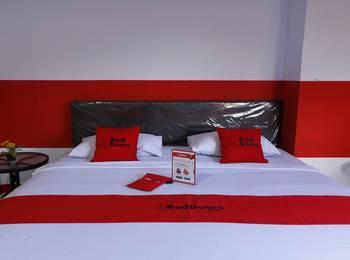 RedDoorz Plus @ Samratulangi Manado Manado - RedDoorz Room  Last Minute