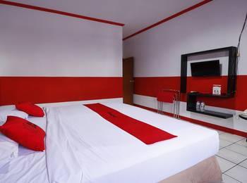 RedDoorz Plus @ Samratulangi Manado Manado - Double Room Regular Plan