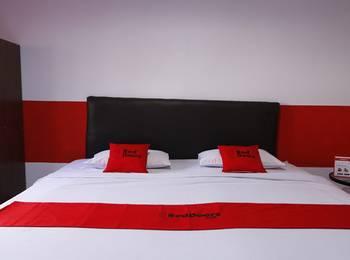 RedDoorz Plus @ Samratulangi Manado Manado - RedDoorz Room with Breakfast Last Minute