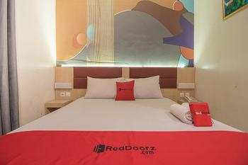 RedDoorz Plus near Alun Alun Bandung Bandung - RedDoorz Room Regular Plan