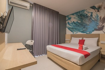 RedDoorz Plus near Alun Alun Bandung Bandung - RedDoorz Deluxe Twin Room with Breakfast Regular Plan