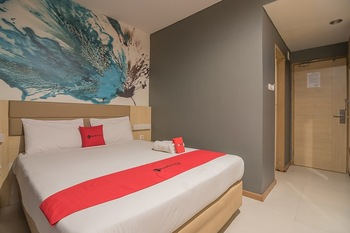 RedDoorz Plus near Alun Alun Bandung Bandung - RedDoorz Room with Breakfast Regular Plan
