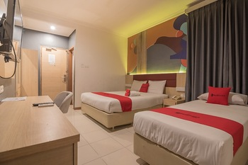 RedDoorz Plus near Alun Alun Bandung Bandung - RedDoorz Deluxe Twin Room Regular Plan