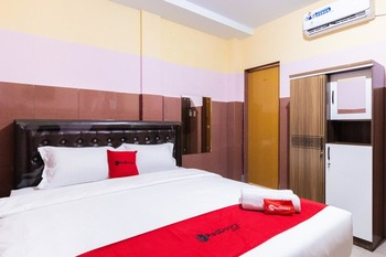 RedDoorz Plus @ Jalan Gatot Subroto Medan Medan - RedDoorz Room KETUPAT