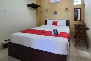 RedDoorz Syariah near Solo Square Mall Solo - RedDoorz Deluxe Room Basic Deal