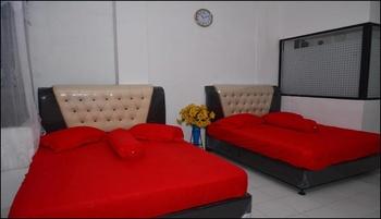 Friendly Hotel Bukittinggi - Family Room Long stay