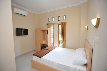 Wini Backpacker by Adaro Yogyakarta - Double Room Only (2 adults + 1 children) Regular Plan