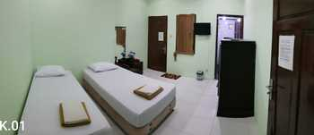 Embe Pitoe Syariah Gejayan Yogyakarta - Twin Room 24 Hours Deal