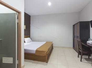 RedDoorz near Pondok Pinang Jakarta - RedDoorz Room Special Promo Gajian