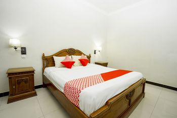 OYO 1005 Hotel Kumala Samarinda - Deluxe Double Room Regular Plan