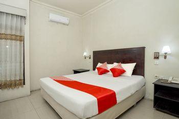 OYO 1005 Hotel Kumala Samarinda - Standard Double Room Regular Plan
