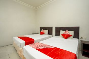 OYO 1005 Hotel Kumala Samarinda - Standard Twin Room Regular Plan