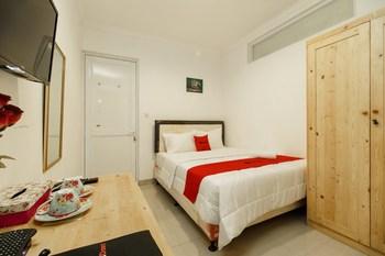 RedDoorz Syariah Plus near Pancoran 2 Jakarta - RedDoorz Room Regular Plan
