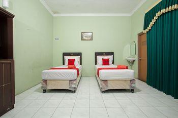 RedDoorz Syariah @ Janti Malang Malang - RedDoorz Twin with Breakfast  Regular Plan