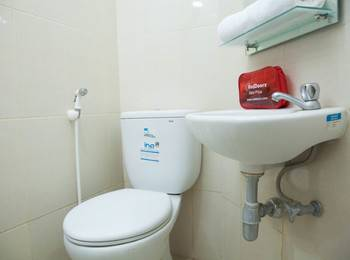 RedDoorz Apartment near Exit Toll Kota Satelit Surabaya - RedDoorz Room Regular Plan