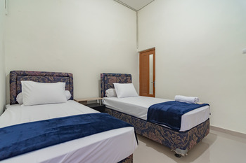 The Lima Guest House Syariah Cirebon - Twin Room and Breakfast Best Deal
